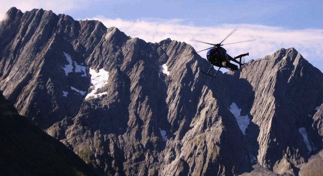 helicopter-and-mountains